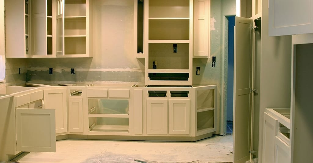 How Many Coats Of Primer On Cabinets