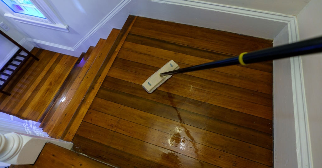 How to apply polyurethane to Plywood Floors